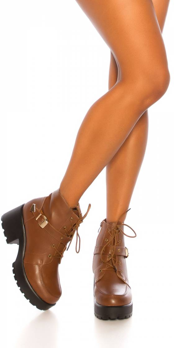 Trendy plateau ankle boot...