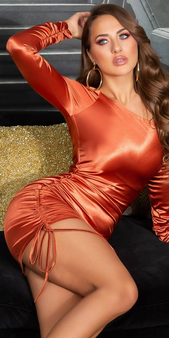 Mini robe asymétrique tendance