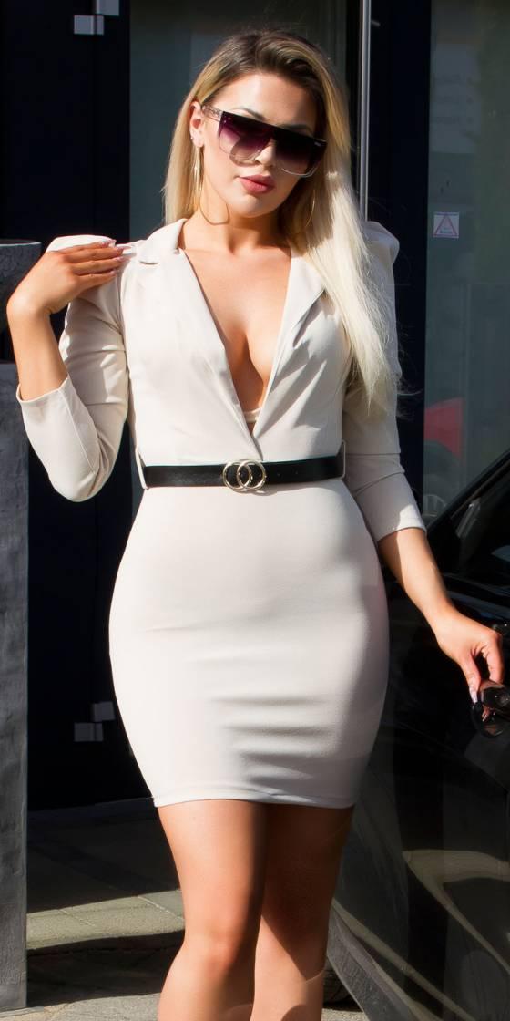 Mini robe sexy à col en V...