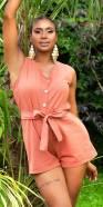 Combinaison d'été fashion avec boutons déco et ceinture