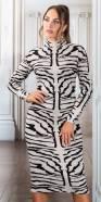 Robe mi-longue fashion en tricot avec col montant