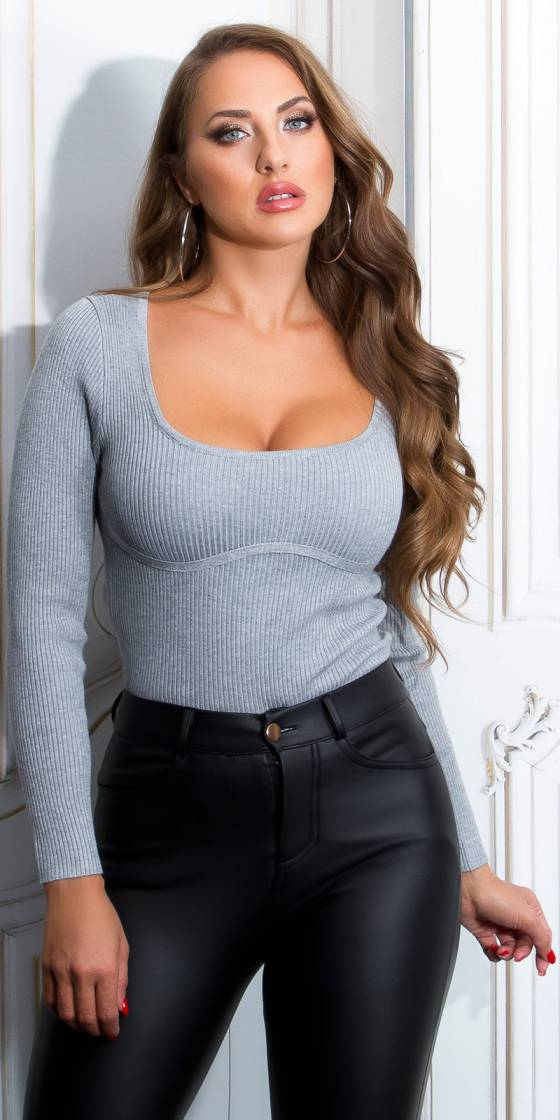 Fitting Squate-Neck Sweater