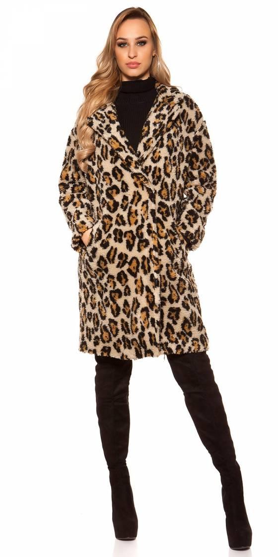 Trendy coat in leo look