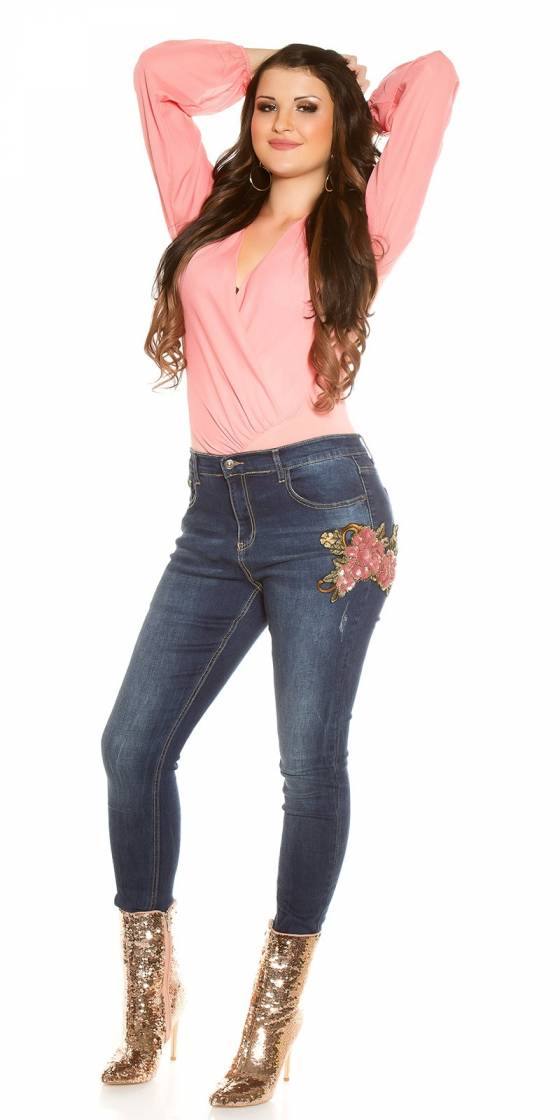 Jeans tendance avec broderie