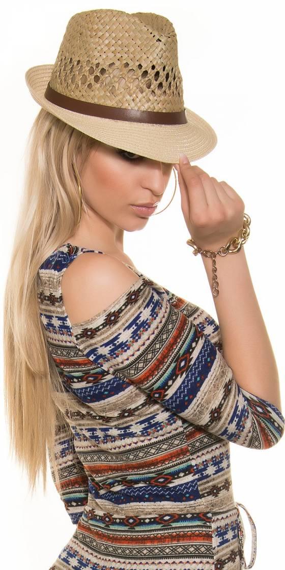 Trendy hat with leatherlook...