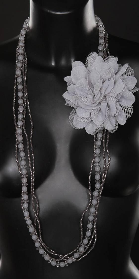 collier tendance avec fleur