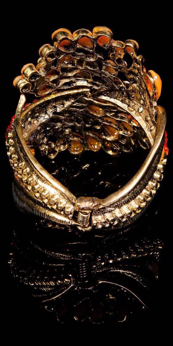 Trendy armlet with rhinestones