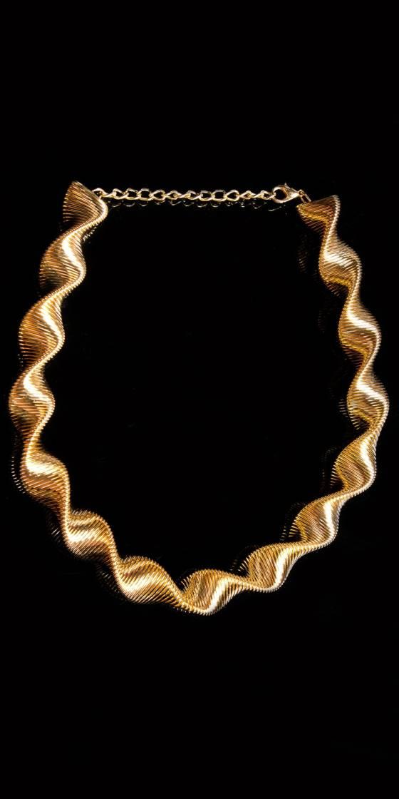 Elegant spiral necklace