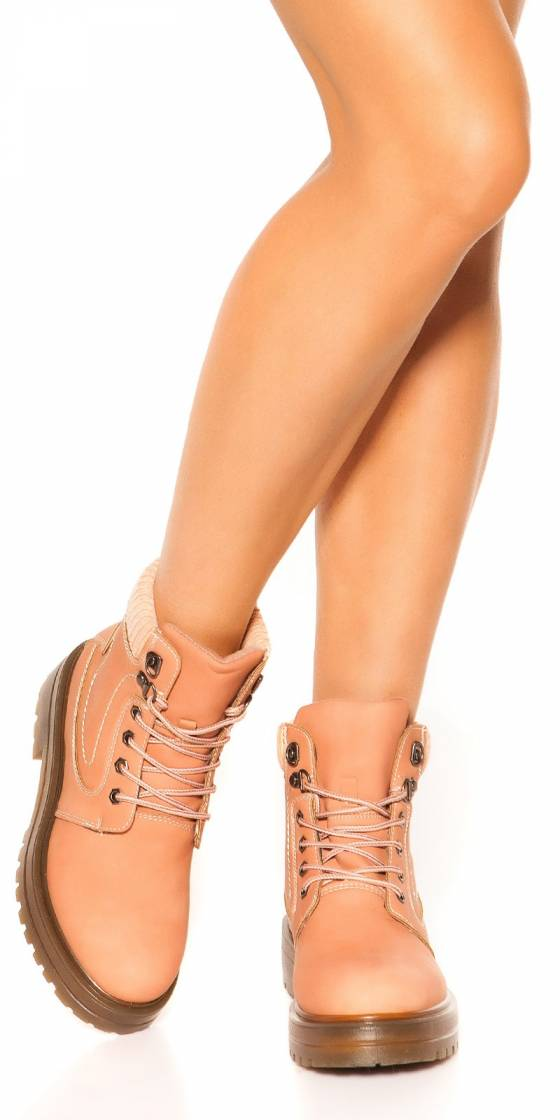 Trendy ankle boots, lined